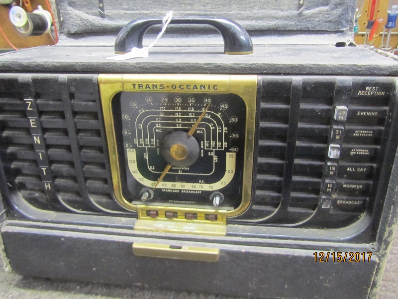 Zenith model 8G005 radio
